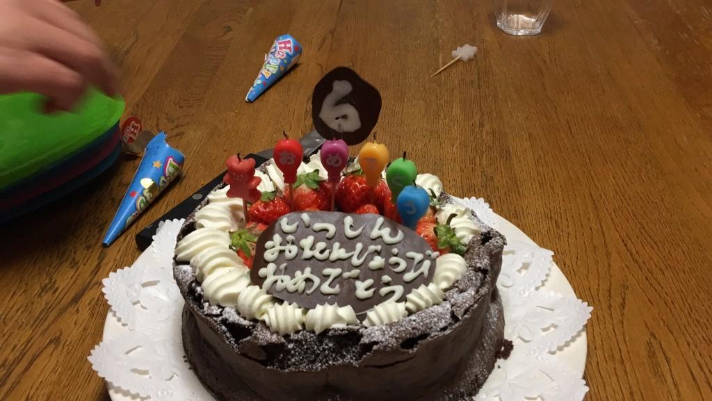 締めはお母さん手作りのケーキ (^^)