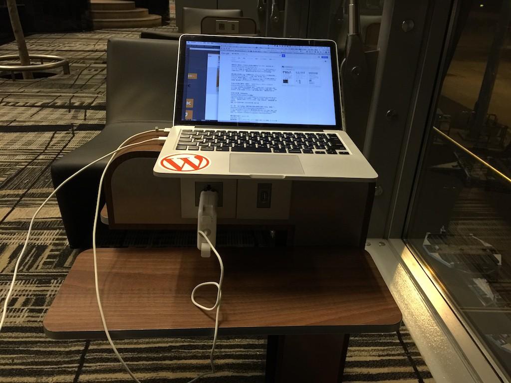 電源+ソファー+Free Wi-Fi これだけでもう十分っす :D